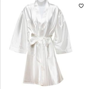 Magnificent Motifs | White Robe | size XL/XXL